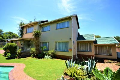 6 Bedroom House for Sale in Florida Glen, Roodepoort - Gauteng